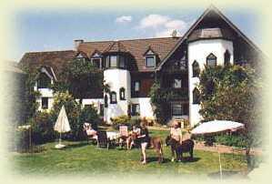 Hopezi.de: Landhaus Frietzenberg,54608,Mützenich, Eifel
